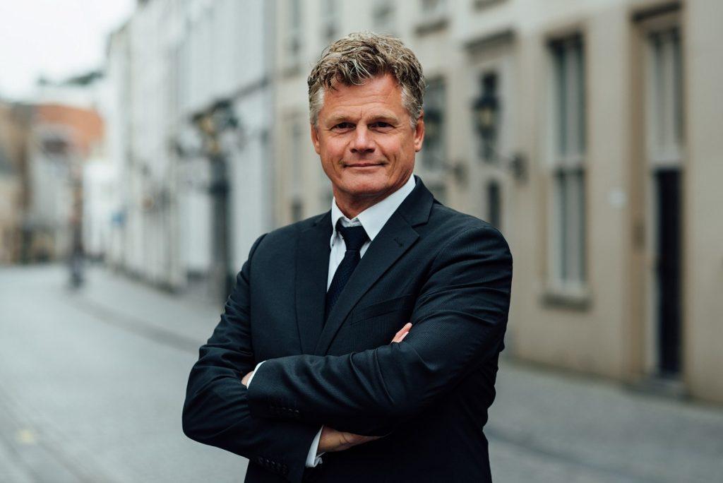 Tom van Dijk Uitvaarten   Rob van Tilburg - ritueelbegeleider bij afscheid
